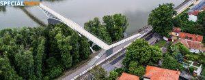 SPECIÁLTERV látványterv 2. -- A híd levezetése a Duna korzóra (A híd a Duna korzó szintjéhez képest a Pásztor révnél 3-4 m, a Rév utcánál 1-1,5 m magasan éri el a partot.)