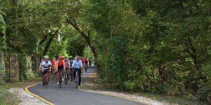 A Budapest–Szentendre közötti kerékpárút ünnepélyes átadására sokan kerékpárral érkeztek.