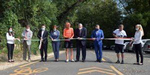 Szeptember 18-án a nemzeti szalagot átvágva ünnepélyesen átadták a kerékpárutat, amit már korábban birtokba vettek a bringások.
