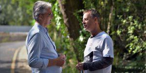 Fülöp Zsolt polgármester és Révész Máriusz beszélget – ahogy cikkünkben olvashatják, van miről…