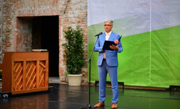 Fülöp Zsolt polgármester ünnepi köszöntőt mond.