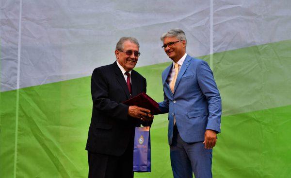 Pro Urbe Emlékérem elismerést adományozott a képviselő-testület Platthy Iván nyugalmazott egyházügyi címzetes államtitkárnak.